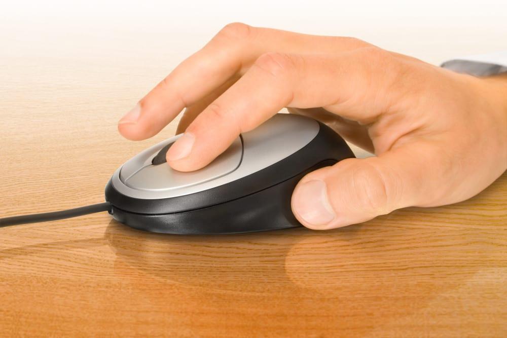 ergonomi, undvika smärta, sitta rätt vid skrivbordet, använda datorn rätt, hälsa, må bra, bättre hälsa, bra hälsa