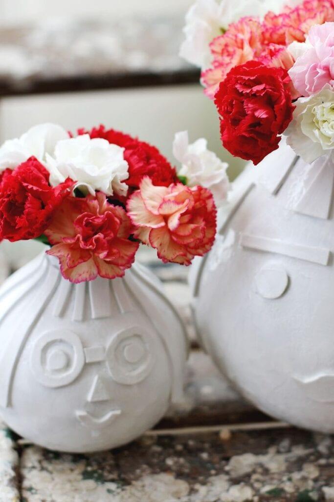 Pysseltips – fixa en snygg och lekfull struktur på gamla vaser med detta enkla knep, närbild
