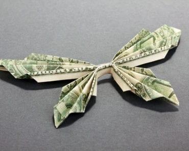 ge pengar, vika pengar, vika fjärilar av pengar, vika rosor av pengar, vika babyskor av pengar, pengar origami, origami, pyssel, pysseltips, present, gåva, presenttips