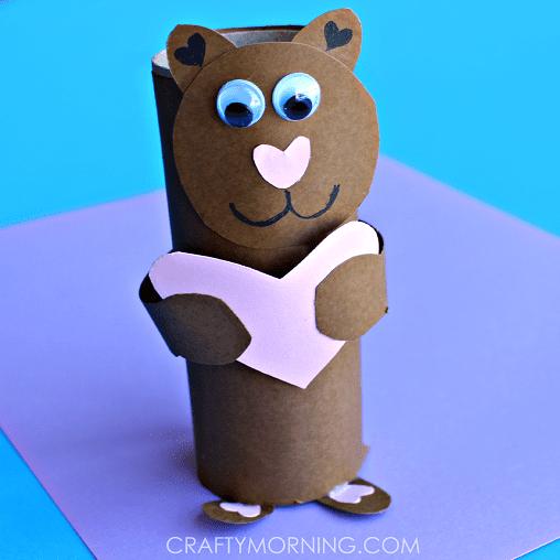 Björn av toarulle, pyssel med toarullar