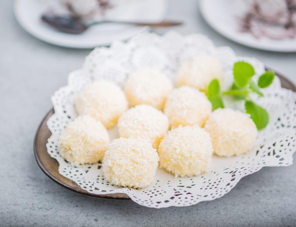 chokladbollar med vit choklad och kokos