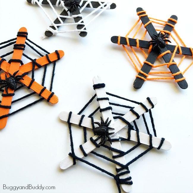 pyssel, pyssla, pysseltips, pysselidé, skapa, barnpyssel, familjepyssel, pyssel för barn, bättre hälsa, bra hälsa, må bra, kreativitet, skapande, skaparglädje, Halloween, halloweenpyssel, återbruk, glasspinnar, spindel, spindlar, spindelnät, garn