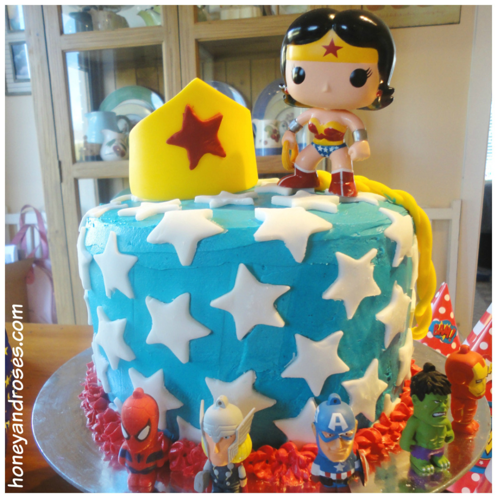 pyssel, pyssla, pysseltips, pysselidé, skapa, barnpyssel, familjepyssel, pyssel för barn, bättre hälsa, bra hälsa, må bra, kreativitet, skapande, skaparglädje, baka, baktips, dekorationer, recept, superhjälte, superhjältar, tårta, kaka, Wonder Woman, DC Comics