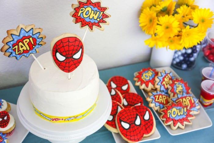 pyssel, pyssla, pysseltips, pysselidé, skapa, barnpyssel, familjepyssel, pyssel för barn, bättre hälsa, bra hälsa, må bra, kreativitet, skapande, skaparglädje, baka, baktips, dekorationer, recept, superhjälte, superhjältar, Spindelmannen, Spiderman, kaka, kakor, småkakor, småkaka, Marvel, tårta, sugarpaste, sockerpasta