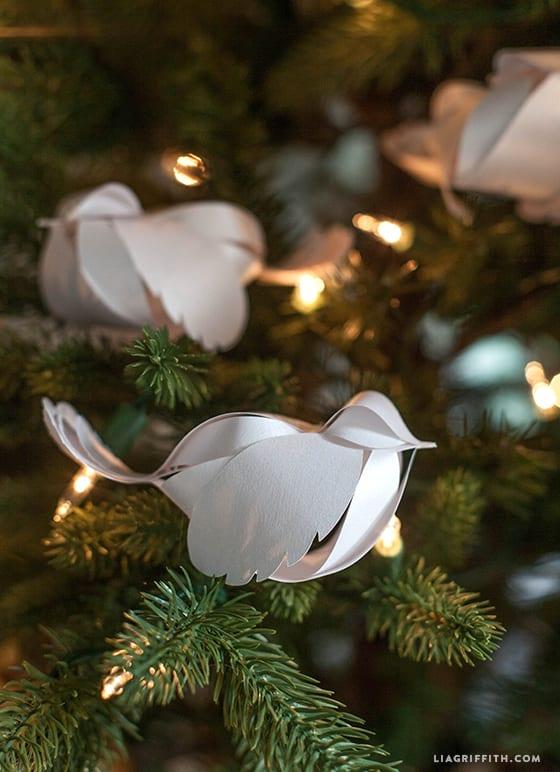 fåglar i papper, pyssla med papper, papperspyssel, pyssel, pysseltips, papper, turturduva, turturduvor, fågel, fåglar, jul, julpyssel, ornament, julgran