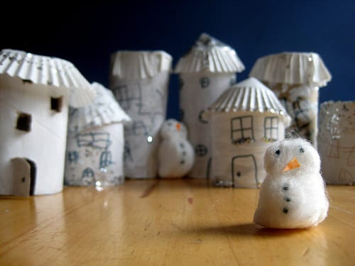 pyssel, pyssla, pysseltips, pysselidé, skapa, barnpyssel, familjepyssel, pyssel för barn, bättre hälsa, bra hälsa, må bra, kreativitet, skapande, skaparglädje, jul, julen, pyssel inför jul, julpyssel, toarulle, toarullar, toarulle pyssel, julby, by, julstad, stad