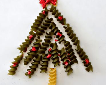 pyssel, pyssla, pysseltips, pysselidé, skapa, barnpyssel, familjepyssel, pyssel för barn, bättre hälsa, bra hälsa, må bra, kreativitet, skapande, skaparglädje, jul, julen, pyssel inför jul, julpyssel, pasta, pyssla med pasta, makaroner, gran, julgran, julkort, jultavla