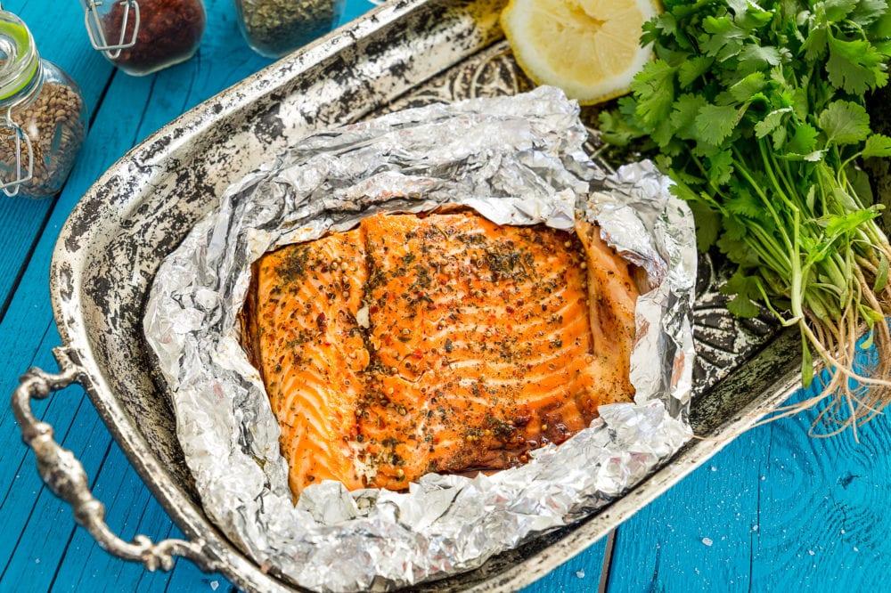 recept, mat, lax, fisk, fiskrätter, laxfilé, ugnsbakad lax, rotfrukter, rotfrukter i ugnen, matinspiration, dressing, yoghurtdressing