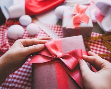 slå in paket, presentinslagning, inslagning, present, paket, julklapp, slå in julklapp, slå in julklappar snabbt, snygga paket, pyssel, diy, pyssla, paketinslagning