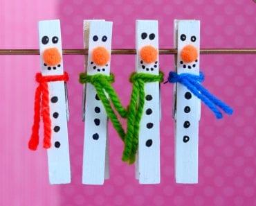 pyssel, pysseltips, pysselidé, inspiration, kreativitet, skapa, skapande, barns skapande, vinter, vinterpyssel, pyssla, pyssel för barn, barnpyssel, pyssel för skola, pyssel för förskola, familjepyssel, klädnypa, klädnypor, återbruk, snögubbe, snögubbar