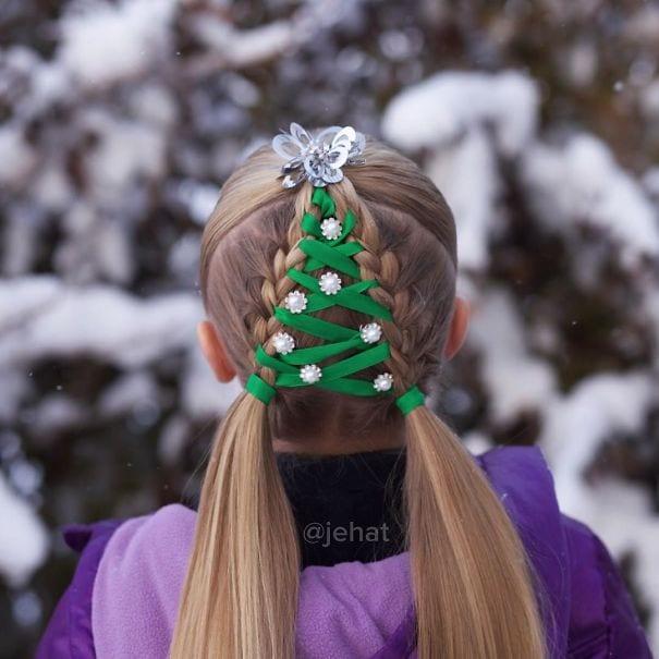 mode, skönhet, julpyssel, jul, julen, julfrisyr, frisyr, frisyrer, julfin, fin i håret, fixa håret, inspiration, hårinspiration, pyssel, kreativitet, snygga frisyrer, styla håret, fläta, julgran, sidenband, gröna band