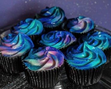 galax, stjärnor, galaxmönster, tårta, bakverk, cupcake, kaka, kakor, stjärnhimmel, tårtdekor, dekorera bakverk, inspiration, pyssel, pysseltips, baktips, pyssla, baka, frosting