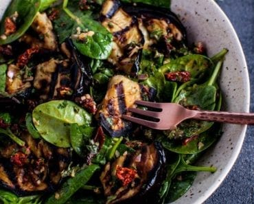 recept, aubergine, spenat, sallad, vegetarisk mat, vegetarisk rätt, spenatsallad, middagstips, laga mat, göra sallad