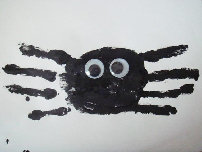 pyssel, pyssla, pysseltips, pysselidéer, barn, barnpyssel, pyssel för barn, enkelt pyssel, avtryck, handavtryck, skola, förskola, fritids, skapa, skapande, kreativitet, spindel, spindlar, insekt