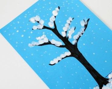 pyssel, pysseltips, pysselidé, inspiration, kreativitet, skapa, skapande, barns skapande, vinter, vinterpyssel, pyssla, pyssel för barn, barnpyssel, pyssel för skola, pyssel för förskola, familjepyssel, träd, vinterträd, finger, fingerfärg, fingermåla, måla med finger, fingeravtryck, avtryck