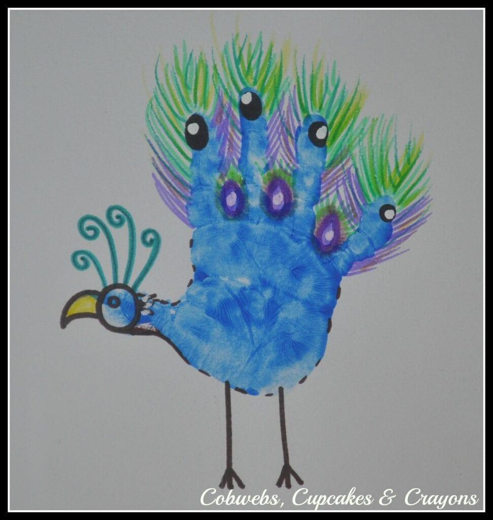 pyssel, pyssla, pysseltips, pysselidéer, barn, barnpyssel, pyssel för barn, enkelt pyssel, avtryck, handavtryck, skola, förskola, fritids, skapa, skapande, kreativitet, påfågel, fågel, påfåglar, fjäder, fjädrar, fåglar