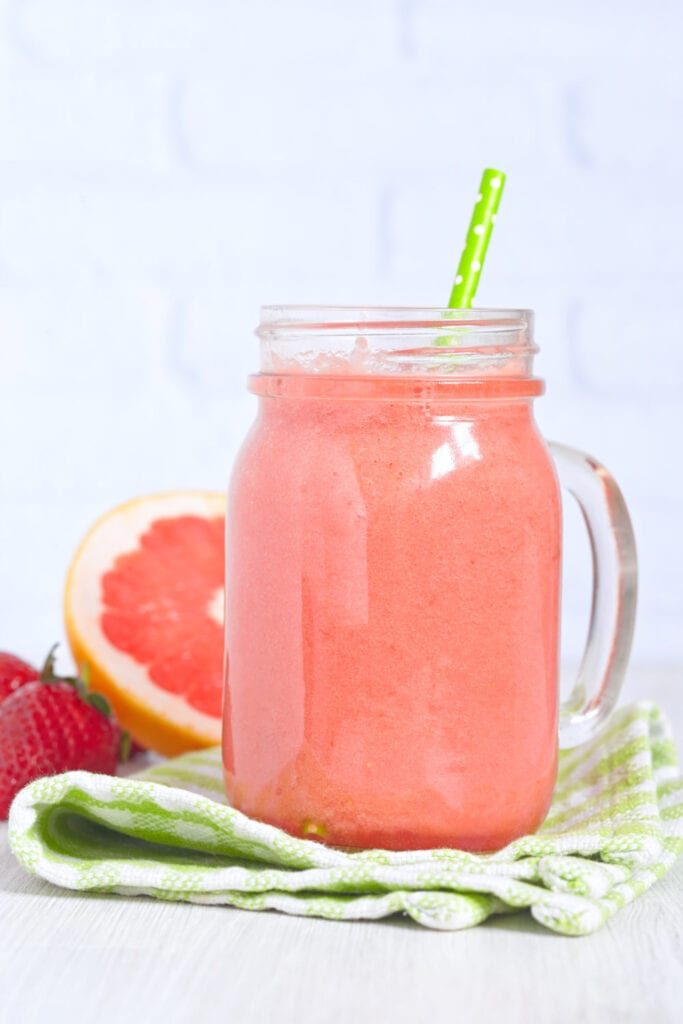 grape, frukt, recept, grapefrukt, jordgubbe, jordgubbar, banan, smoothie, hälsodryck, frukost, mellanmål