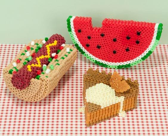 pärla, pärlplatta, pärlplattor, mönster, pärlplattemönster, 3D, mat, korv med bröd, melon, paj
