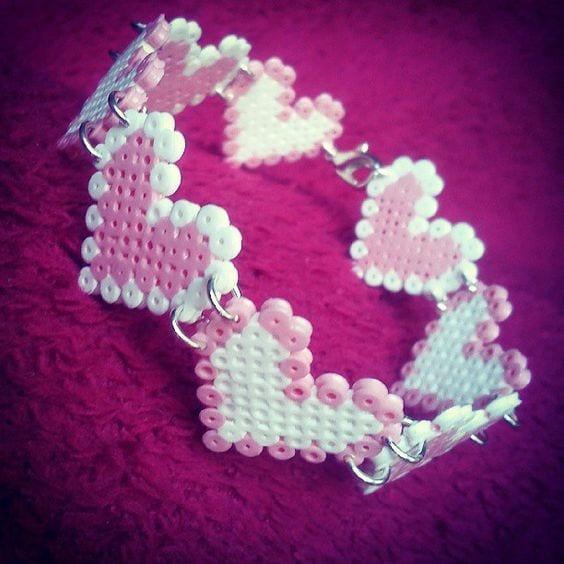 pyssel, pyssla, pysseltips, pysselidé, skapa, smycken, göra smycken, pärla, pärlor, rörpärlor, HAMA, pärlplatta, pärlplattor, mönster, pärlplattemönster, hjärta, armband, vänskapsarmband