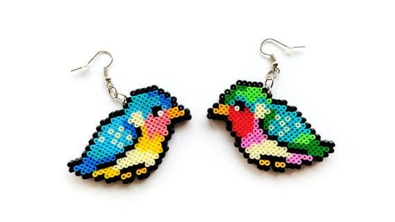 pyssel, pyssla, pysseltips, pysselidé, skapa, smycken, göra smycken, pärla, pärlor, rörpärlor, HAMA, pärlplatta, pärlplattor, mönster, pärlplattemönster, fågel, småfåglar, fåglar, örhängen