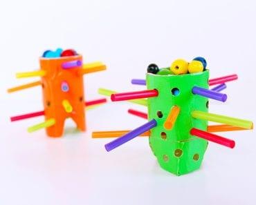 pyssel, barnpyssel, pyssel för barn, aktiviteter, aktiviteter för barn, toalettrulle, toarullepyssel, pyssel med toarullar, spel, brädspel, klurigt spel, kulspel, kula, kulor