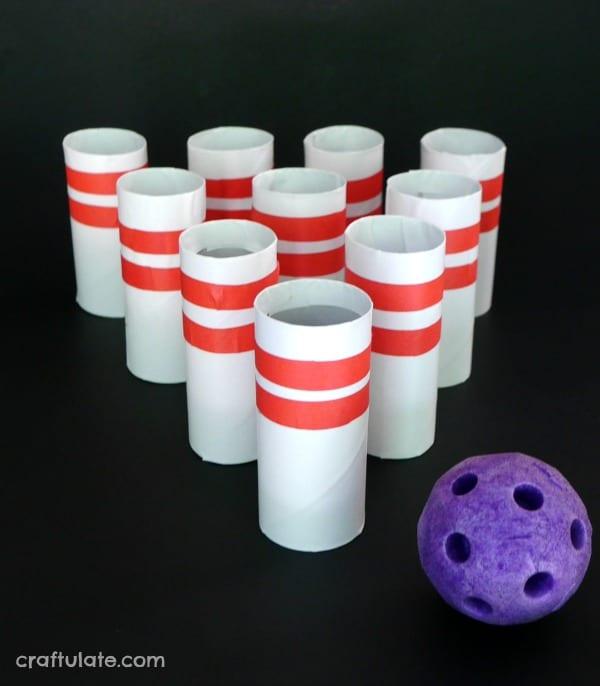 pyssel, barnpyssel, pyssel för barn, aktiviteter, aktiviteter för barn, toalettrulle, toarullepyssel, pyssel med toarullar, bowla, bowling, set, bowlingset