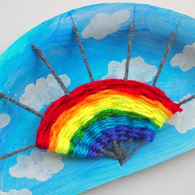 pyssel, barnpyssel, pyssel för barn, aktiviteter, regnbåge, regnbågar, regnbågspyssel, väva, garn, garnpyssel, papperstallrik, pyssla med papperstallrikar, målarfärg, måla, hobbyfärg