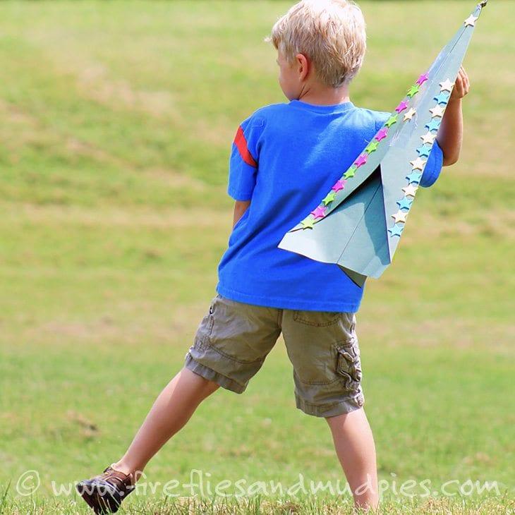 pyssel, barnpyssel, pyssel för barn, aktiviteter, aktiviteter för barn, drake, flygplan, pappersflygplan, gigantiskt
