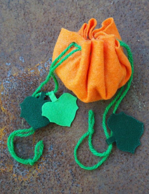 höstpyssel, pyssel, pysseltips, pyssla, barnpyssel, pyssel för barn, pumpa, påse, väska, filt, filtpyssel, hobbyfilt, filttyg