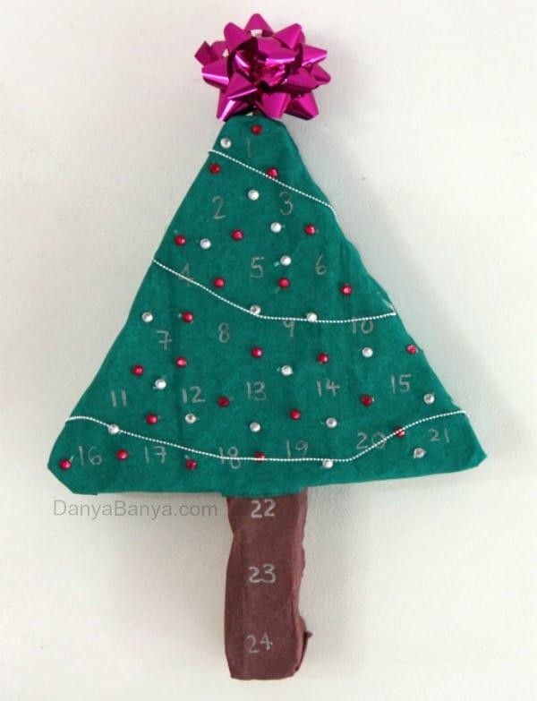 adventskalender, kalender, julkalender, advent, pyssel, julpyssel, barnpyssel, pyssel för barn, toarulle, toalettrulle, toarullar, toarullepyssel, återbruka, silkespapper, papperspyssel