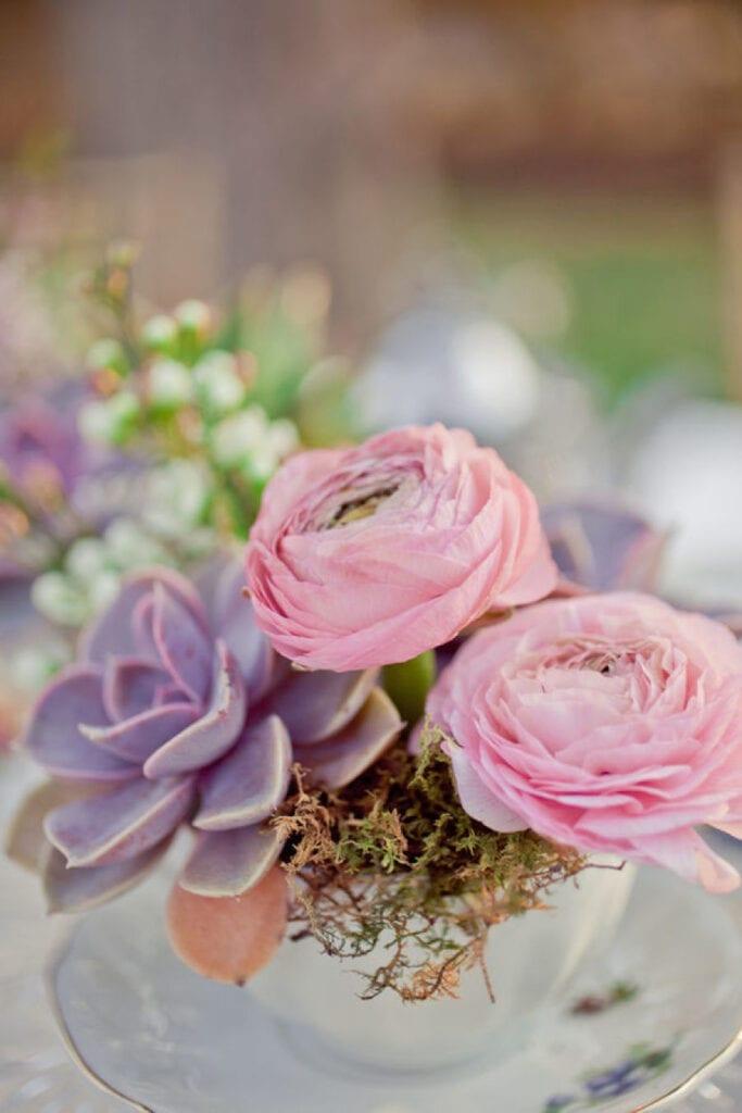 pyssel, diy, hem, inredning, remake, loppisfynd, gamla kaffekoppar, gamla tekoppar, pyssla med koppar, vas, kruka, plantera blommor i kopp