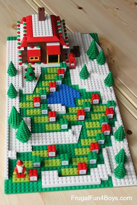 adventskalender, kalender, julkalender, advent, pyssel, julpyssel, barnpyssel, pyssel för barn, LEGO, bygga med LEGO-klossar, bygga en stad av LEGO