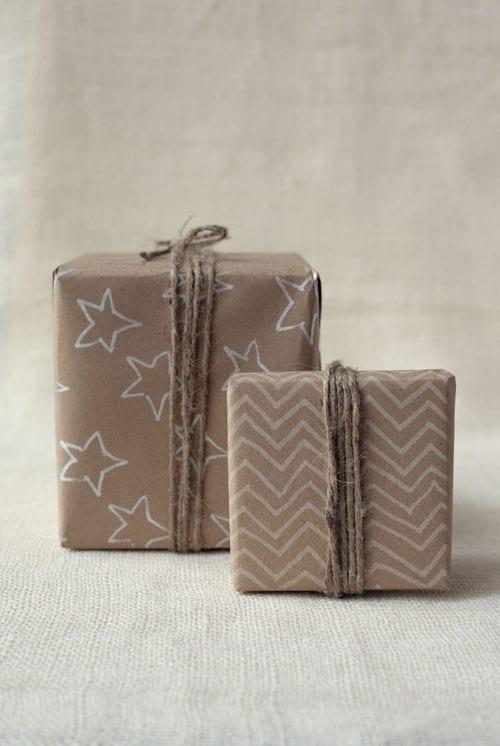 slå in julklapparna snyggt, slå in paket, slå in presenter, göra snygga paket