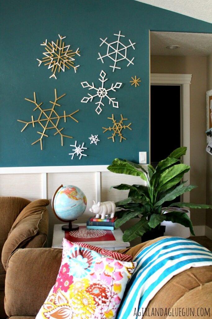 pyssel, pysseltips, pysselidé, barnpyssel, pyssel för barn, snöflinga, snöflingor, glasspinne, pyssla med glasspinnar, återbruka glasspinnar