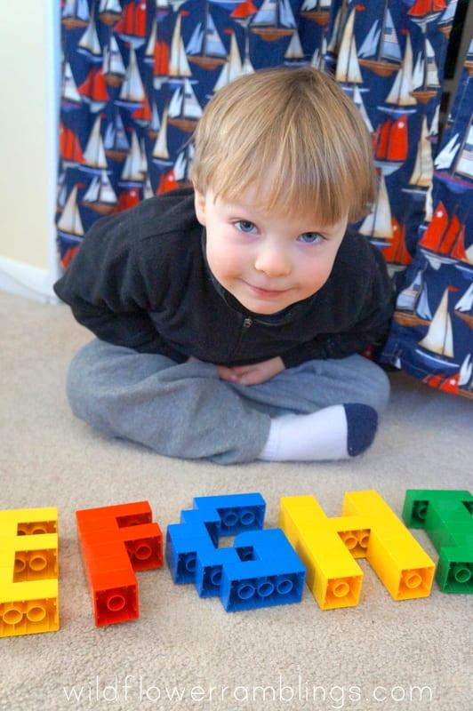 aktiviteter för barn, barnaktiviteter, pyssla och lek, knep och knåp, lektioner, skola, lektionstips, förskola, LEGO Duplo, lära sig alfabetet