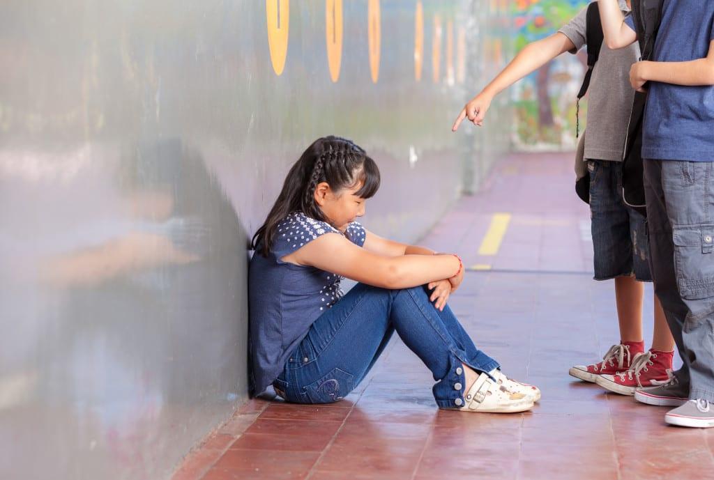 Forskning visar att mobbning påverkar barn mer än vad vanvård gör
