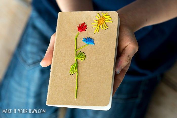 Pysseltips – brodera barnens teckningar på en anteckningsbok