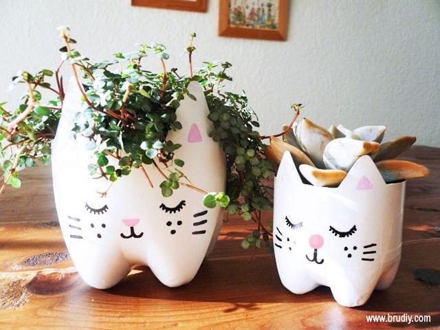 Supersött pysseltips – gör kattkrukor av PET-flaskor