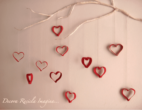 Pyssel med toarullar, hängande hjärtan, hjärtpyssel, hjärtan av toarullar
