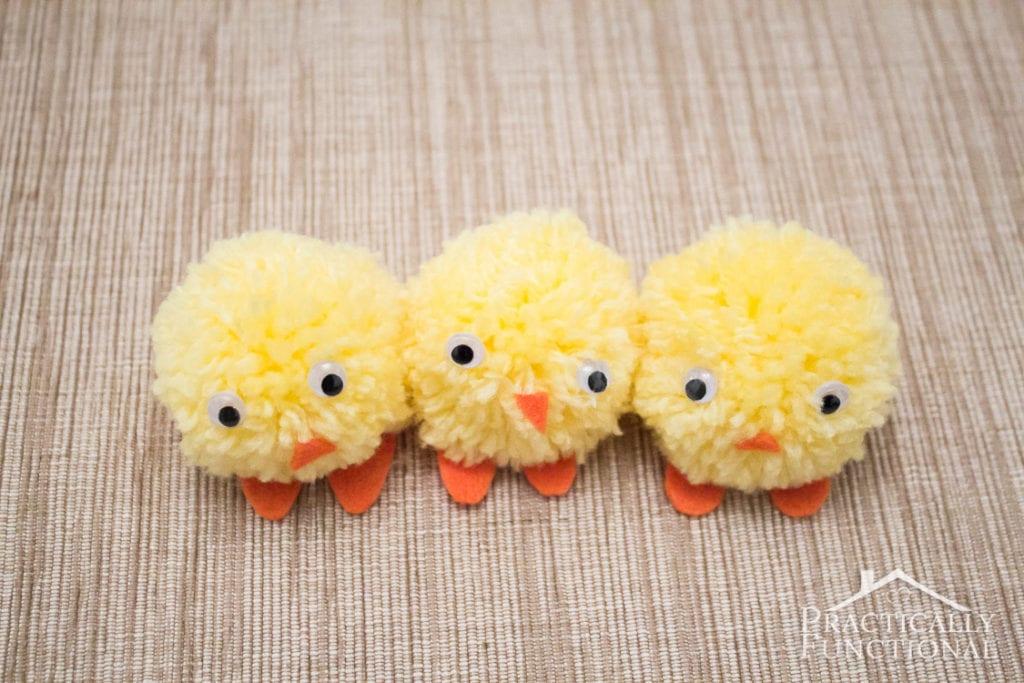Påskkycklingar av garnbollar