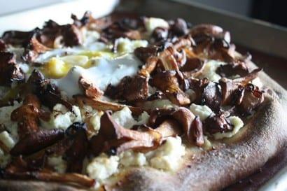 getost, kantarell, kantareller, kantarellpizza, pizza, svamp, svamppizza, svampplockning, recept, göra pizza