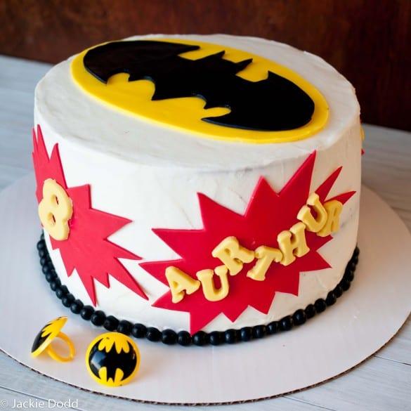pyssel, pyssla, pysseltips, pysselidé, skapa, barnpyssel, familjepyssel, pyssel för barn, bättre hälsa, bra hälsa, må bra, kreativitet, skapande, skaparglädje, baka, baktips, dekorationer, recept, superhjälte, superhjältar, Batman, DC Comics, tårta, sugarpaste, sockerpasta, chokladtårta