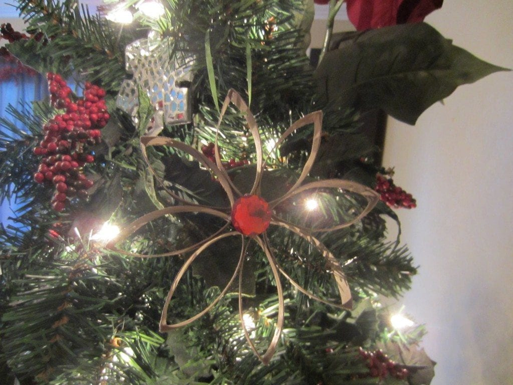 pyssel, pyssla, pysseltips, pysselidé, skapa, barnpyssel, familjepyssel, pyssel för barn, bättre hälsa, bra hälsa, må bra, kreativitet, skapande, skaparglädje, jul, julen, pyssel inför jul, julpyssel, toarulle, toarullar, toarulle pyssel, hänge, ornament, stjärna, julhänge