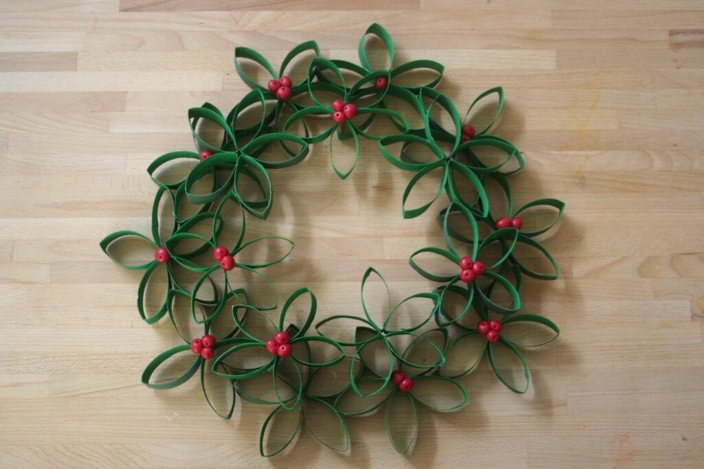 pyssel, pyssla, pysseltips, pysselidé, skapa, barnpyssel, familjepyssel, pyssel för barn, bättre hälsa, bra hälsa, må bra, kreativitet, skapande, skaparglädje, jul, julen, pyssel inför jul, julpyssel, toarulle, toarullar, toarulle pyssel, krans, julkrans