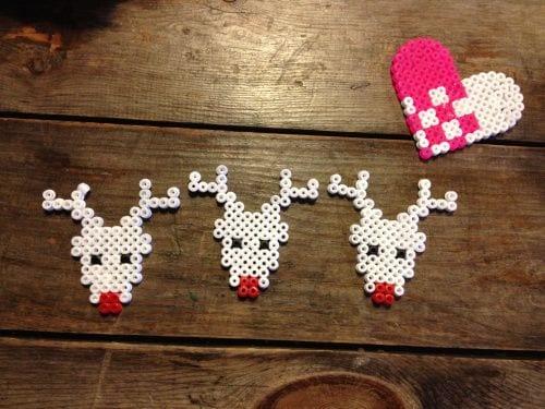 pärlor, pärlplatta, pyssel, pysseltips, mönster, jul, julmotiv, julpyssel, ren, renar, mule, röd mule, Rudolf med röda mulen