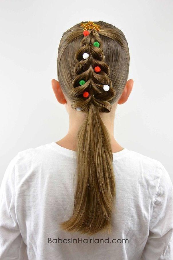mode, skönhet, julpyssel, jul, julen, julfrisyr, frisyr, frisyrer, julfin, fin i håret, fixa håret, inspiration, hårinspiration, pyssel, kreativitet, snygga frisyrer, styla håret, fläta, julgran, inbakad fläta, pompom, julgranskulor