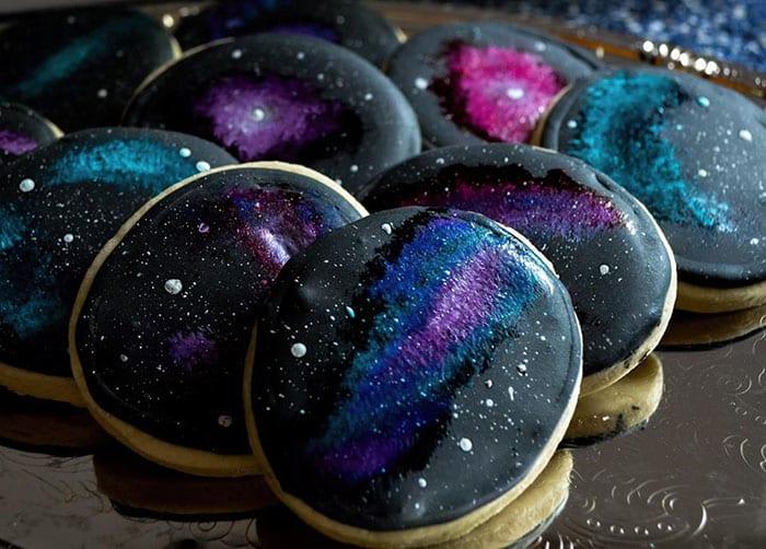 galax, stjärnor, galaxmönster, tårta, bakverk, cupcake, kaka, kakor, stjärnhimmel, tårtdekor, dekorera bakverk, inspiration, pyssel, pysseltips, baktips, pyssla, baka, småkakor, dekorera kakor