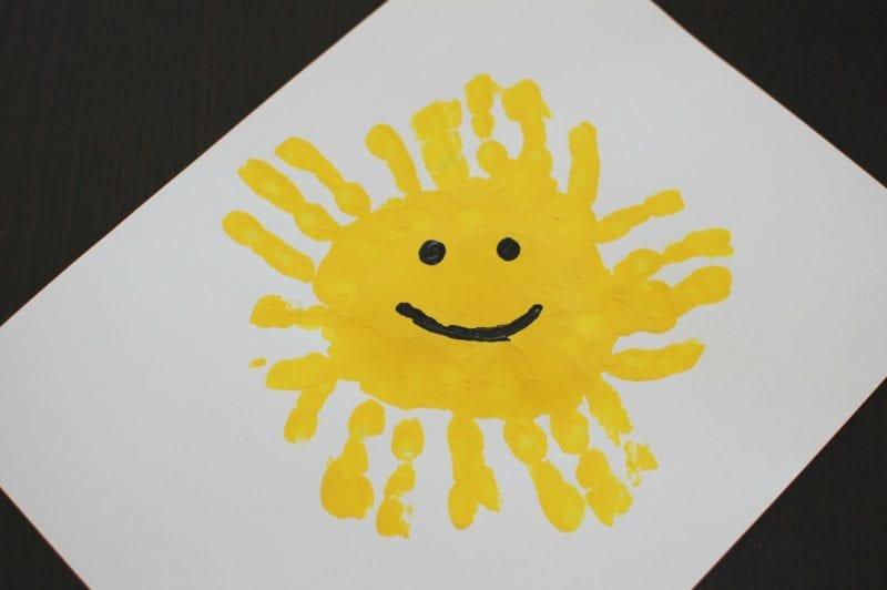 pyssel, pyssla, pysseltips, pysselidéer, barn, barnpyssel, pyssel för barn, enkelt pyssel, avtryck, handavtryck, skola, förskola, fritids, skapa, skapande, kreativitet, sol, solen, solar
