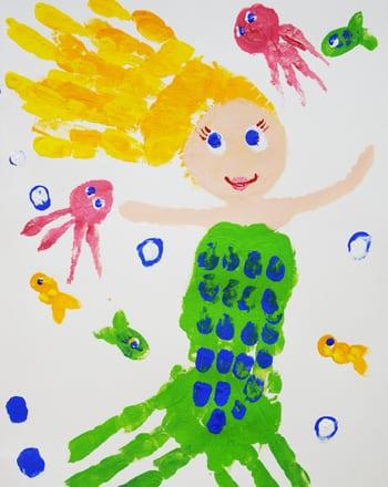 pyssel, pyssla, pysseltips, pysselidéer, barn, barnpyssel, pyssel för barn, enkelt pyssel, avtryck, handavtryck, skola, förskola, fritids, skapa, skapande, kreativitet, sjöjungfru, fantasy, saga, sagor, sagofigur