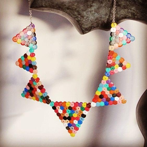 pyssel, pyssla, pysseltips, pysselidé, skapa, smycken, göra smycken, pärla, pärlor, rörpärlor, HAMA, pärlplatta, pärlplattor, mönster, pärlplattemönster, halsband, färgglatt